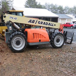 Telehandler: Lift to move trees, dirt and rocks